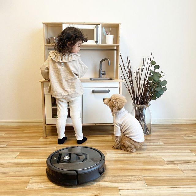 Hai sa ii dam de lucru lui Roomba!  #iRobotRegram @mie.yzc⠀⠀⠀⠀⠀⠀⠀⠀⠀ #iRobot #Roomba #Braava #roboticvacuumcleaner #roboticmop #robotaspirator #robotmop #sparklingclean #robot #robots #robotic #curatluna